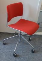 Howe 40/4 konferansestol på hjul i rødt stoff / krom, pent brukt