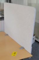 Bordskillevegg i lyst grått stoff fra Götessons, 80x65cm, pent brukt