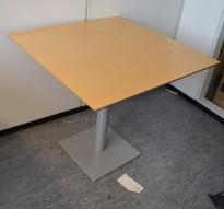 Lite møtebord i bjerk, 80x80cm, pent brukt