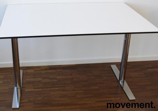 Lekkert, kompakt skrivebord fra EKV, 120x80cm, hvit bordplate med sort kant / krom understell, pent brukt bilde 1