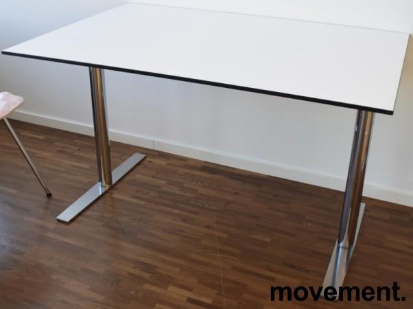Lekkert, kompakt skrivebord fra EKV, 120x80cm, hvit bordplate med sort kant / krom understell, pent brukt bilde 2
