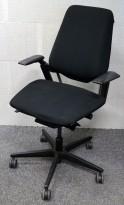 Savo S3 kontorstol i sort stoff / krom med armlene, pent brukt