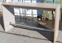 Barbord / ståbord i lys grå laminat, kant i limtre, 188x60cm, høyde 110cm, pent brukt