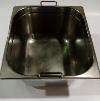 Gastronorm / GN-bakker, rustfritt stål, 3stk 2/3 høye med hank og lokk selges samlet, pent brukt