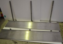 Vegghylle i rustfritt stål for storkjøkken, 180m bredde / 31cm dybde, 2 hylleplan, pent brukt
