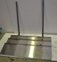 Vegghylle i rustfritt stål for storkjøkken, 120cm bredde / 31cm dybde, 3 hylleplan, pent brukt