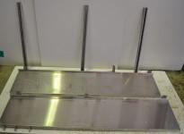 Vegghylle i rustfritt stål for storkjøkken, 150cm bredde / 31cm dybde, 2 hylleplan, pent brukt