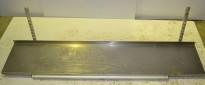 Vegghylle i rustfritt stål for storkjøkken, 150m bredde / 30cm dybde, 1 hylleplan med bonglist, pent brukt