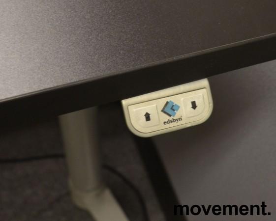 Skrivebord med elektrisk hevsenk fra Edsbyn i sort, 160x80cm, NY PLATE / pent brukt bilde 3