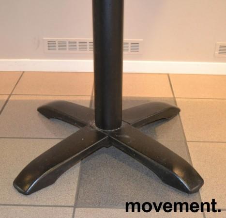 Kafebord med bordplate i eik finer, 70x60cm bordplate, 77cm høyde, pent brukt bilde 3