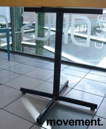 Kafebord med bordplate i eik finer, 80x80cm bordplate, 75cm høyde, brukt bilde 3