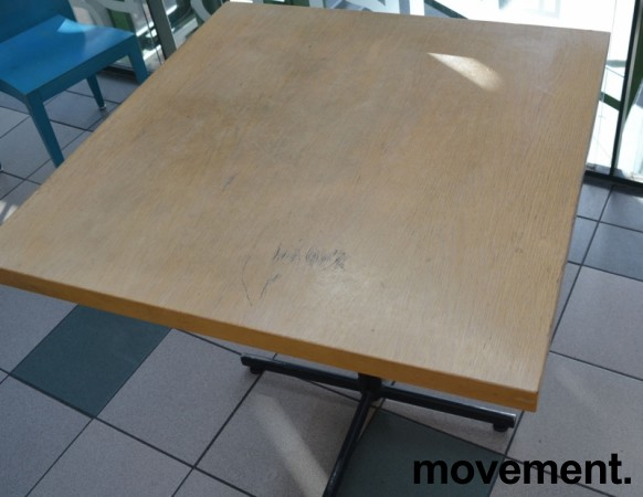 Kafebord med bordplate i eik finer, 80x80cm bordplate, 75cm høyde, brukt bilde 2