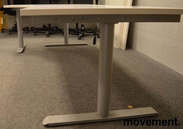 Skrivebord med elektrisk hevsenk i hvitt fra Linak, 240x120cm, ventresløsning, NYE PLATER / pent brukt understell bilde 2