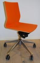 Konferansestol / møteromsstol fra Foraform på hjul, bjerk / orange stol, pent brukt