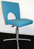 Kinnarps Yin 238 konferansestol / møtestol i turkis stofftrekk, grålakkert understell, pent brukt