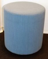 Loungemøbel / Sittepuff fra Johanson Design, Ø=38cm, H=43cm, Blått stofftrekk, pent brukt
