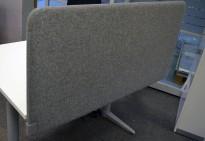 Bordskillevegg i grått stoff, 120x60cm, NY / UBRUKT
