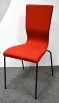 Konferansestol fra EFG i rødt stoff / sorte ben, modell GRAF, pent brukt