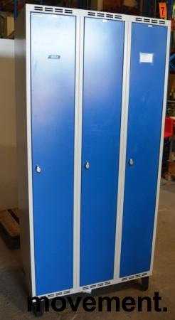 Garderobeskap i stål, lys grå med dører i blått, Sarpsborg metall, 3 rom. 90cm bredde, 55cm dybde, 199cm høyde, pent brukt bilde 1