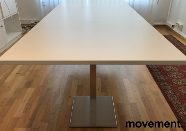 Møtebord / konferansebord i hvitt / satinert stål (rund fot), 240x100cm, NY / UBRUKT bilde 2