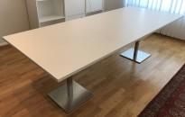 Møtebord / konferansebord i hvitt / satinert stål (rund fot), 240x100cm, NY / UBRUKT