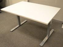 Skrivebord i hvitt / grålakkert metall fra Dencon, 120x80cm, ny plate og pent brukt understell