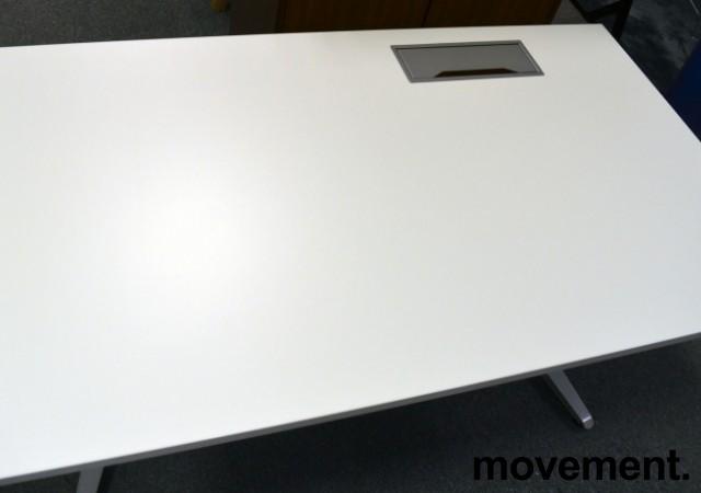 Hvit, rektangulær bordplate til skrivebord med kabelluke på høyre side, 140x80cm, kabelluke i grått, NY/UBRUKT