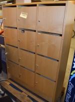 Lukeskap / skap med 12 låsbare dører i bjerk, høyde 160cm, bredde 118cm, pent brukt