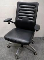 Lekker kontorstol fra Vitra, AC 5 i sort skinn, pent brukt