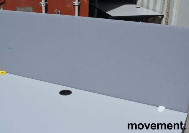 Bordskillevegg i lyst grått stoff fra Götessons, 160x65cm, pent brukt bilde 1