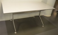 Skrivebord / kompakt møtebord 160x80cm, plate i alufarget laminat / understell polert aluminium, pent brukt