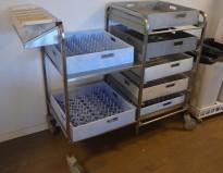 Oppvasktralle i rustfritt stål, 7 hyller for oppvaskbakker, bestikkholder, pent brukt