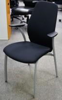 Møteromsstol / besøksstol fra Kinnarps, mod Plus 375 i sort stoff / sort armlene, NYTRUKKET