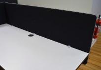 Bordskillevegg i sort stoff fra Lintex, 180x65cm, pent brukt