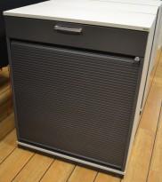 Kinnarps E-serie ringpermreol med sjalusidør, lys grå med dører i mørk grå, skuff, 98cm høyde, pent brukt