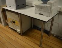 Arbeidsbord / høyt skrivebord / printerbord i lys grå med sort kant, 180x80cm, høyde 90cm, pent brukt