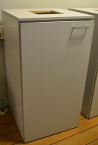 Miljøstasjon / sorteringsstasjon for kontoravfall i lys grå / hvit, 64cm bredde, pent brukt