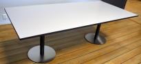 Kompakt møtebord i lys grå med sort kant / sort og satinert stål, 220x100cm, passer 6-8 personer, pent brukt
