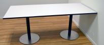 Kompakt møtebord i lys grå med sort kant / sort og satinert stål, 180x100cm, passer 6-8 personer, pent brukt