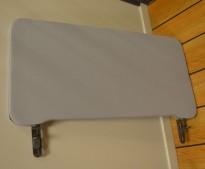 Bordskillevegg i lyst grått stoff fra Lintex, 80x40cm, pent brukt
