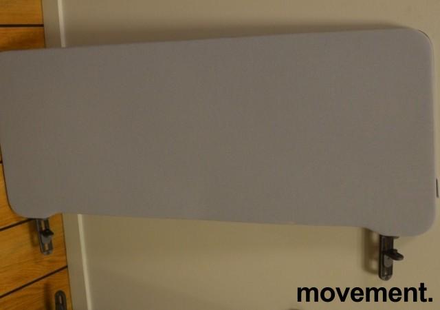 Bordskillevegg i lyst grått stoff fra Lintex, 100x40cm, pent brukt