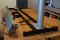 Understell for elektrisk hevsenk skrivebord fra Dencon, passer 160cm bredde, OBS! uten plate, sort understell, pent brukt
