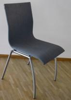 Konferansestol / kantinestol / stablestol i lyst blått stoff fra Kvist Danmark, pent brukt OBS! Flekker i stoff