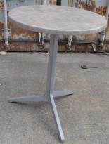 Kafebord / utebord fra Pedrali med plate i gråmønstret laminat, Ø=60cm, kan klappes sammen, pent brukt