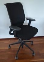 Vitra ID Mesh kontorstol i sort stoff / mesh rygg, armlene, pent brukt 2016-modell