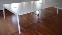 Gruppebord med 4 plasser i hvitt, 320x1440cm, pent brukt