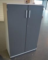 Kinnarps E-serie ringpermreol med dører, lys grå med dører i mørk grå, 3 permhøyder, 125cm høyde, pent brukt