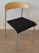 Kinnarps Riff konferansestol / stablestol i sort stoff / bjerk, pent brukt