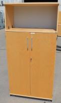 Kinnarps E-serie skap med dører i bjerk, 4 permhøyder, bredde 80cm, høyde 164cm, pent brukt
