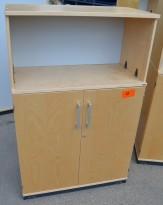 Kinnarps E-serie skap med dører i bjerk, 3 permhøyder, bredde 80cm, høyde 125cm, pent brukt